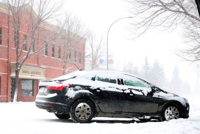 A winter blast of snow and cold hit central Alberta, including Lacombe this week, blanketing the region. Lacombe city officails said the plan is to start with priority one routes for snow removal. (VINCE BURKE/ LACOMBE GLOBE/ QMI AGENCY)