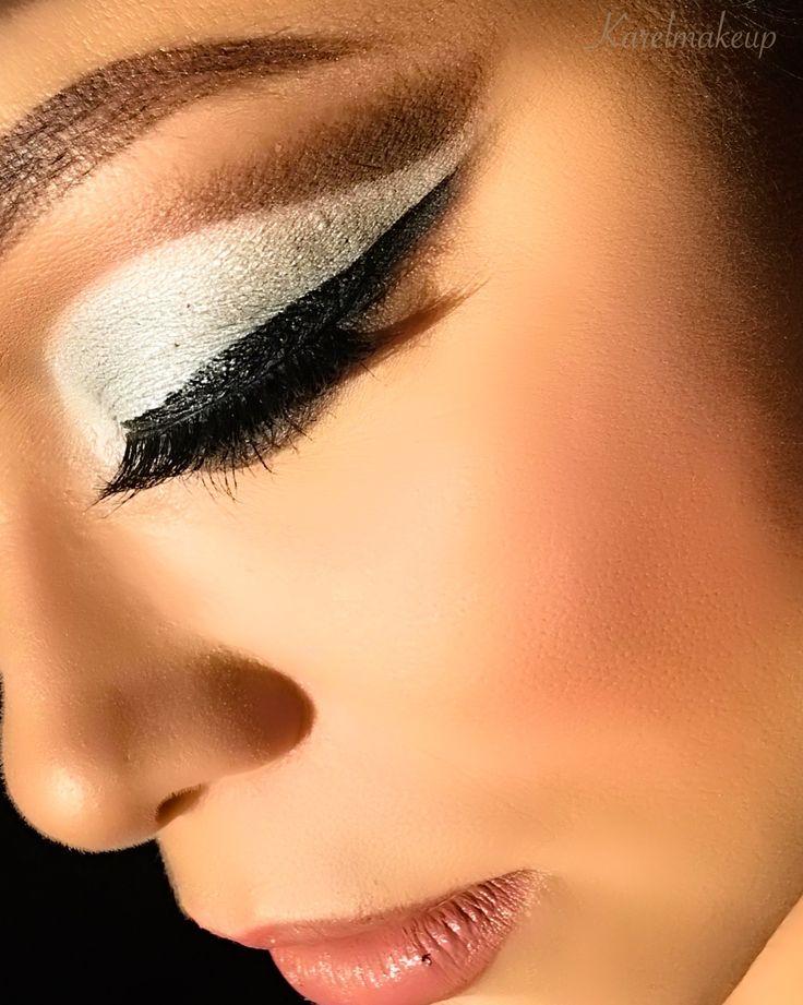 "⚔🗡Cut crease & reverse smoked out winged liner🗡⚔  👁  Eyes/ojos: #LORACMEGAPRO2 @loraccosmetics 👁 👀Eye-liner/Delineador: #stilaeyes #stilacosmetics Étanche Intense Black @stilacosmetics 👀 👄 @trustfundbeauty ""K bye"" #trustfundbeauty #ipsy   🎈💃🏼Pestañas-Lashes: @depmakeup #depmakeup #depmakeupgirls #lustinlove 🌟Lust in love🌟 Code: ""KM29"" - 10% discount 🎈 #Karelmakeup #makeup #mua #makeupartist #cutcrease  #esthetician #beauty #makeupbyme  #glam #me #lashes #lipgloss"