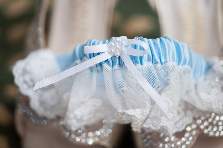 anyafoto.com, #wedding, wedding garters, bridal garters, lace wedding garters, white lace wedding garters, blue ribbon wedding garters #somethingblue