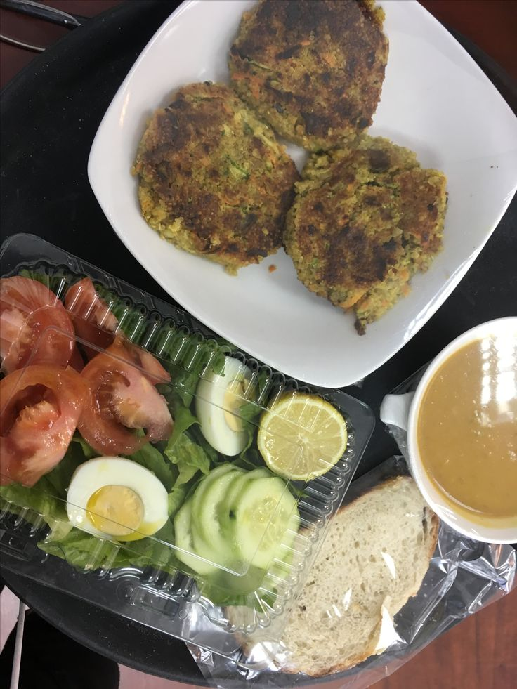 ALMORZAR SANO Sopa de vegetales, Hamburguesas de quinoa y ensalada. Sara Cocina
