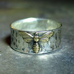 I love this ring- My name (Melissa) means honeybee so I want it!
