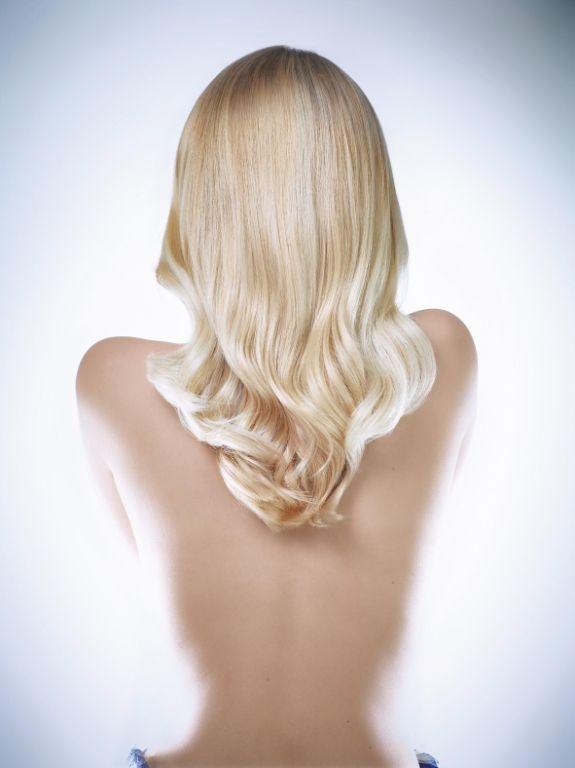 Evanescence coupe de cheveux longue raie de milieu - Balayage blond cendre ...