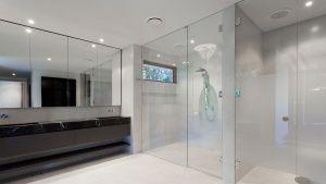 10 000 руб  Стеклянные душевые перегородки  Стеклянные душевые перегородки  Приоритетным направлением деятельности нашей компании является производство душевых кабин по индивидуальным проектам для ванных комнат.