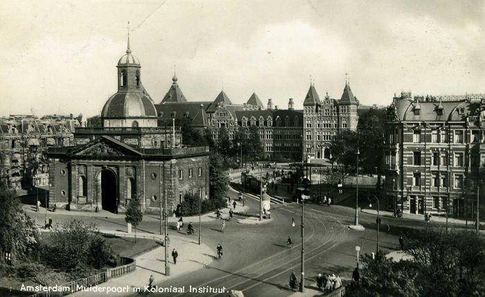 1940's. Muiderpoort in Amsterdam-East with in the background the Tropenmuseum (Koloniaal Instituut voor de Tropen). #amsterdam #1940