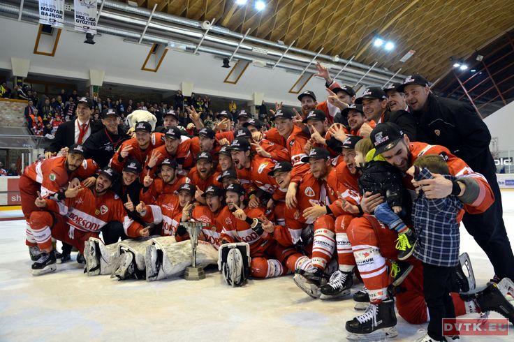 MOL Liga győztes a DVTK Jegesmedvék jégkorong csapata