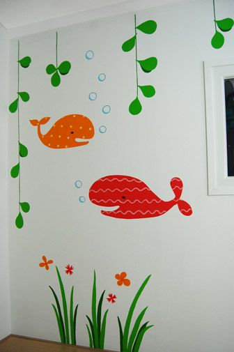 Gestileerde onderwater kinderkamer muurschildering op structuurverf.