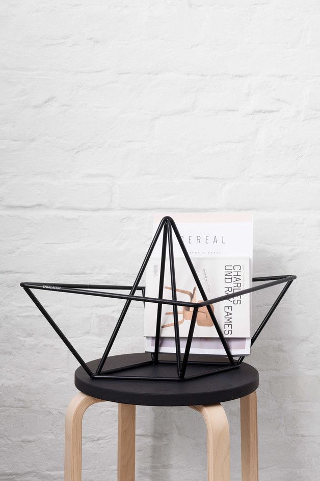 Magazinständer in Form eines Papierbootes, maritimes Wohnaccessoire / maritime home decor: magazine display in shape of a paperboat made by snug-studio via DaWanda.com