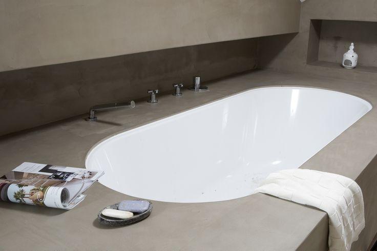 Ligbad met unieke betonlook afwerking. www.betonlookdesign.nl