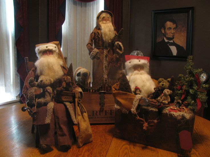 Olde Thyme Santa's by Folk Artist Sue Corlett. I offer new items every Sunday night at 9 pm eastern time. Follow me on Facebook for update info.https://www.facebook.com/Corlettsantas/ details!