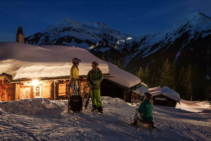 Nachtrodeln - ein Rodelvergnügen der besonderen Art kannst du auf Garfrescha erleben. Dort gibt es mit 5,5 km die längste beleuchtete Nachtrodelbahn Vorarlbergs. Gönn dir diesen lustigen Natur- und Wintergenuss auf zwei Kufen. Verbunden mit einer zünftigen Hütteneinkehr erwartet dich ein stimmungsvolles und abenteuerliches Erlebnis, ideal für Bauch- und Lachmuskeln. #silvrettamontafon #luge #snow