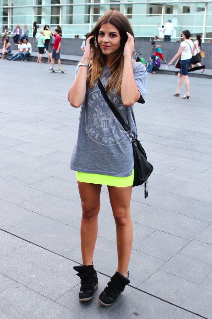 cute!!: Skirt And Sneakers, Skirt And Tennis Shoes, Neon Yellow Skirts, Sneaker Wedges, Skater Style, Wedge Sneakers, Sneakers And, Sneakers So, Skirt Sneaker