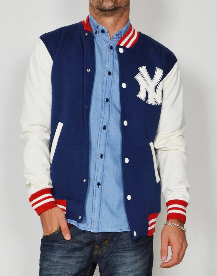 Beisbolera de hombre con estampado New York Yankees. Descubre más modelos de beisboleras de felpa y guateadas en www.tiendas13.com