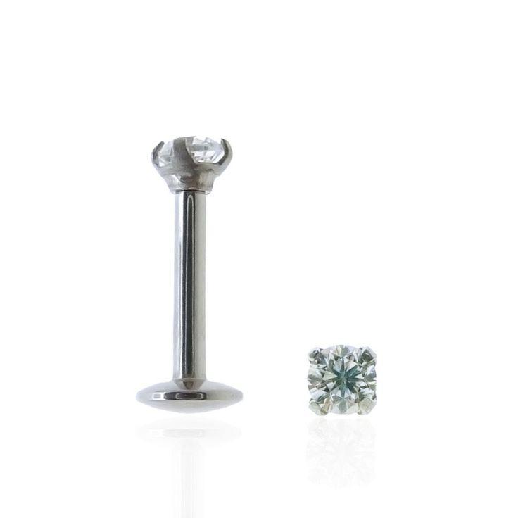 Tragus piercing à petit prix. La valeur sûre ! #bijou #brillant #oreille