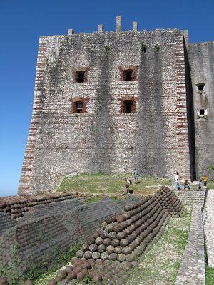 cabovolo la citadelle laferrire la fortaleza de los que no queran volver a ser - Hinterhoflandschaften