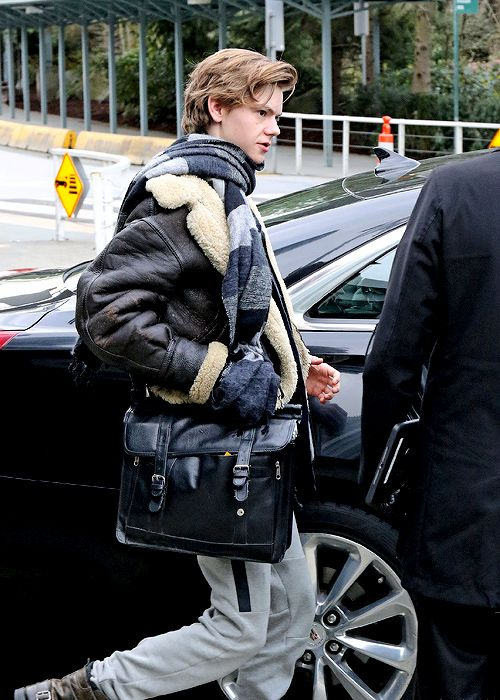 Thomas Brodie-Sangster arriving in Vancouver, Canada to film The Death Cure. [2016.03.06.]