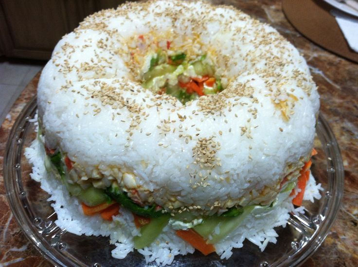 Sushi Cake: Crab, cream cheese, cucumber, avocado and carrot! Rosca de Sushi: Ingredientes: Surimi, queso crema, pepino, aguacate y zanahoria! Deliciosa!!! Hecha por Patty Olivares :)