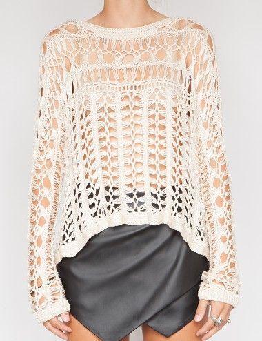Blusa em grampo, mangas compridas e corpo vertical.