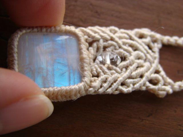 ホワイトラブラドライトとシルクコードのマクラメ編みネックレス by buppin アクセサリー ネックレス