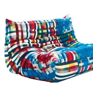 Togo sofa  こんなカラフルなの始めてみたよ。  実家のソファはTOGOなんだけど、熟睡できるソファですw