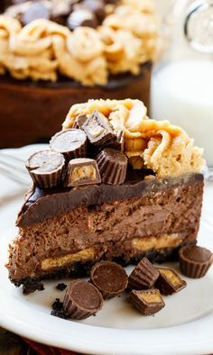 Chocolate Peanut Butter Cup Cheesecake #cheesecakes #peanutbutter #desserts #chocolate