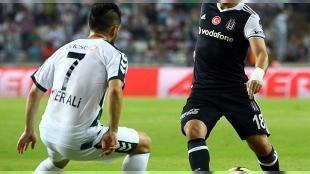 Beşiktaşlı yıldız futbolcu Fenerbahçe'ye geliyor: F.Bahçenin transferin son günü yarım kalan Tolgay Arslanın işini devre arasında bitirmek için kolları sıvadığı görüşmelerin başkanlar seviyesinde olacağı belirtildi.