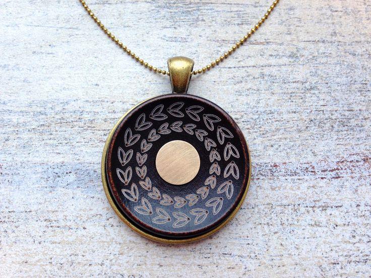 Amulette - ● Messingplättchen ● Ethno Holz Amulett Kette - ein Designerstück von MiMaMeise bei DaWanda