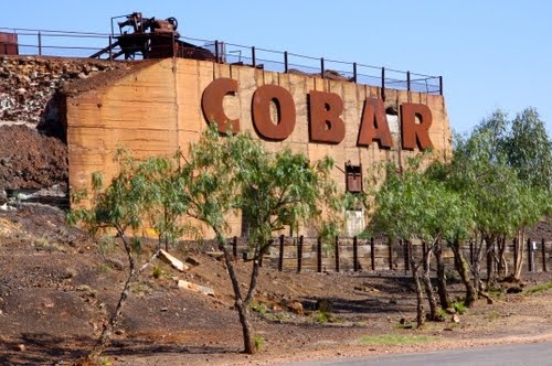 The entrance sign to the town of Cobar - which is featured in my novel Hybrid Force. (Photo by snucklepuff http://www.panoramio.com/user/1544954?with_photo_id=60229814)