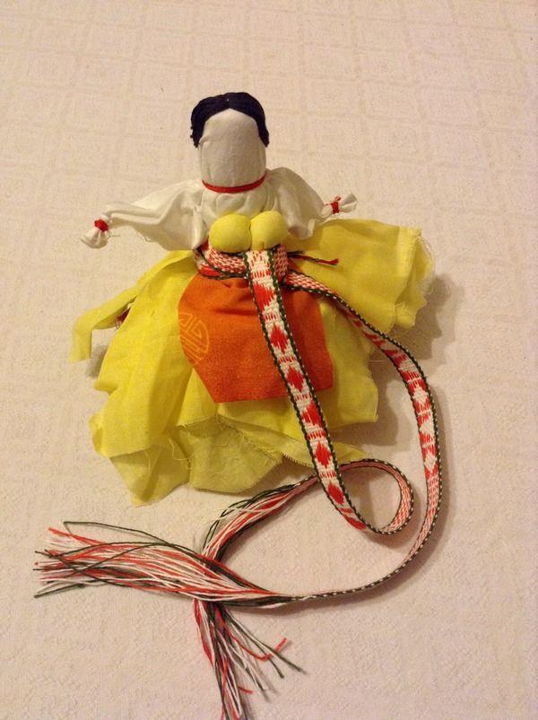 «Обережный» нательный пояс на кукле, изготовлен Макаровой Д.Н . (Екатеренбург)