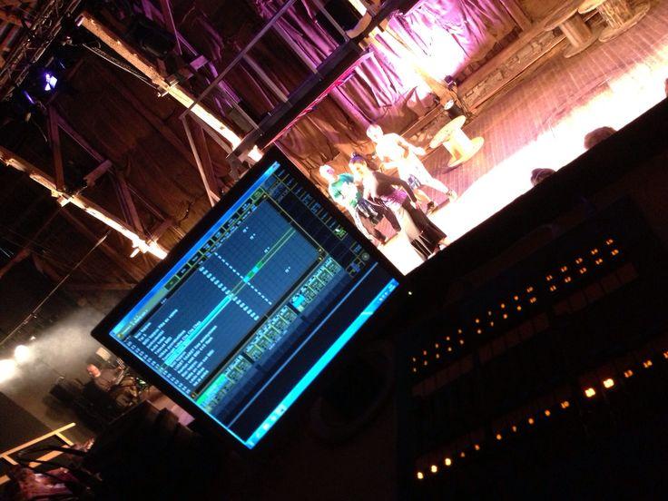 Grand MA 2 on PC  ja fader wing  Housut Pois -musikaali