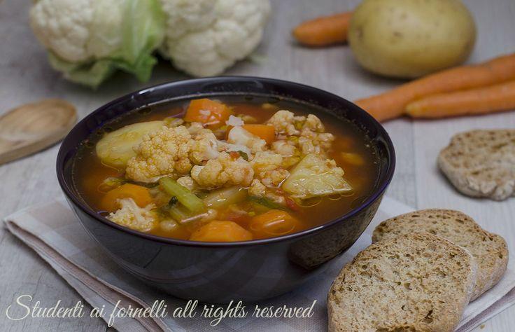 Ricetta zuppa di cavolfiore e patate con carote e pomodoro zuppa vegetariana gustosa