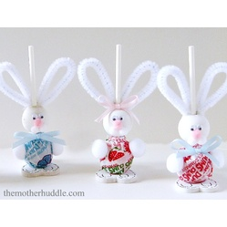 Easter Bunny Suckers  15 Amazing #Easter #Crafts #DIY, #bunny #eggs #spring