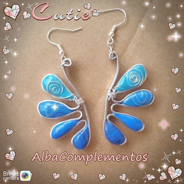 Preciosos pendientes hechos a mano en AlbaComplementos. #pendientes #azul #hechoamano #AlbaComplementos #handmade #blue #earrings #accesorios #bisutería #complementos