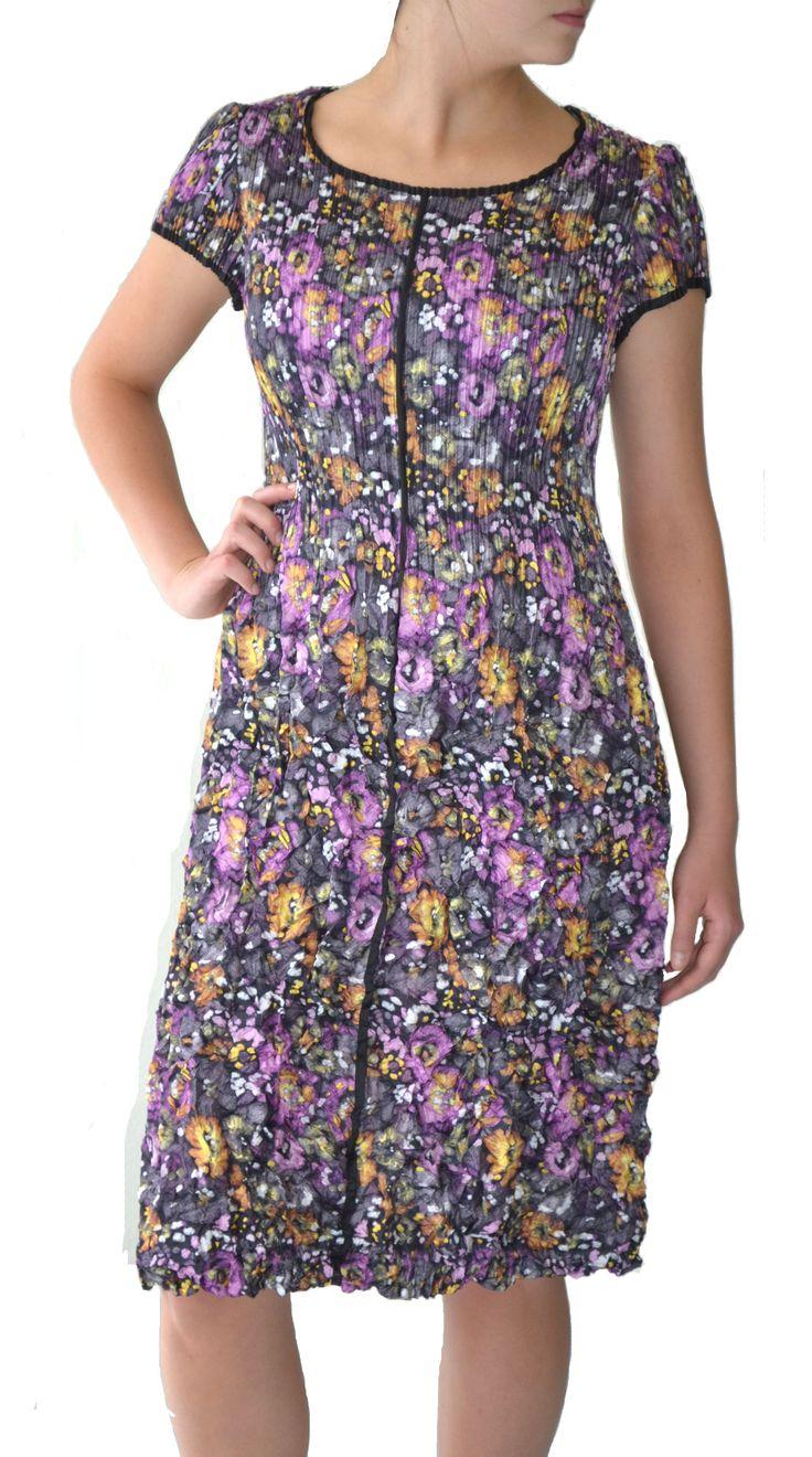 Black contrast trim on purple floral 3D pleat dress #dress #Marden #fashion #floral #style