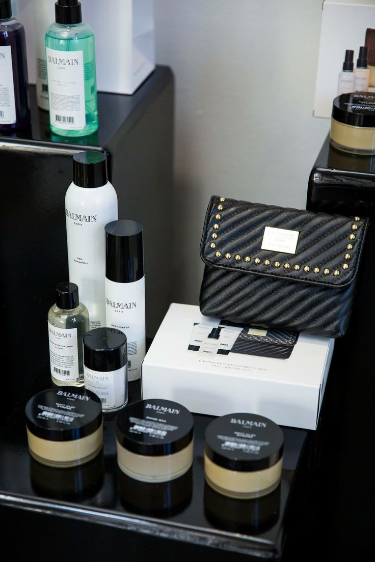 Shop Online!  The Balmain Cosmetics Case is the perfect gift for the stylish loved on in your life.  Filled with mini essential products this kit is a firm favourite.  http://www.glamit.co.za/balmain-hair/limited-edition-gifts/cosmetic-bag-f-w-2017-detail