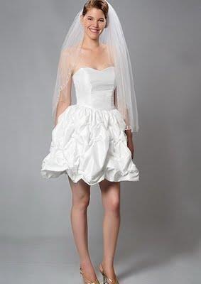 Короткая фата и короткое платье