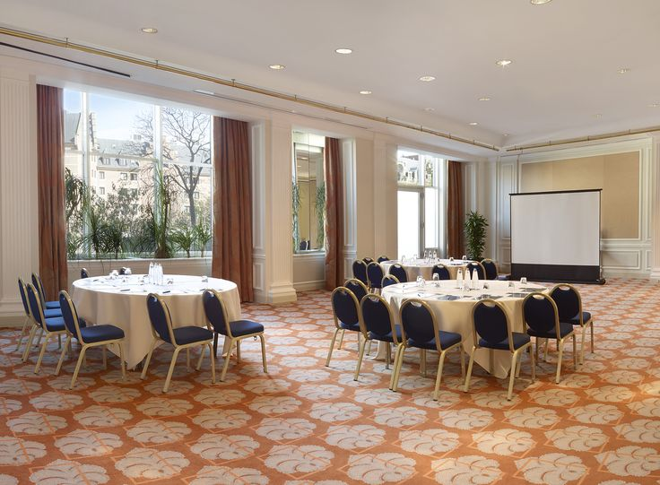 Hilton Brussels Grand Place offers 17 meeting rooms featuring daylight (except for 3 breakout rooms), air conditioning, integrated presentation screens, beamers and speakers.