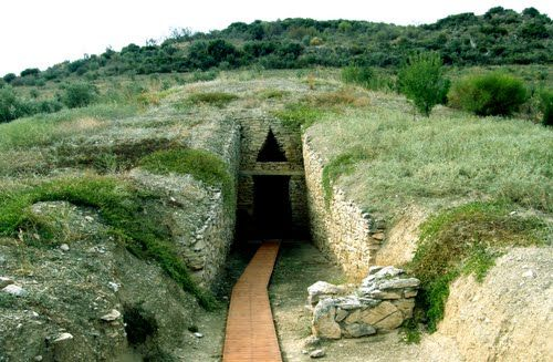 "The Mycenaean Tholos tomb known as ""Lamiospito"" on the hill of Dimini Neolithic settlement at  #Volos#Greece"