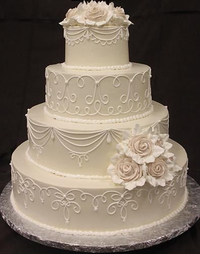 ivory buttercream frosting with white scroll on all layers. Large ivory buttercr… – Torten