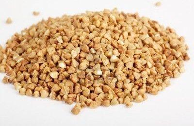 Hoewel boekweit meestal wordt gezien als een graansoort, is het eigenlijk een zaad van een kruidachtige plant. En toevallig ook nog eens heel erg gezond! Het verschilt in gebruik weinig van graan en je kunt het verwerken in onder meer brood, ontbijtgranen, koek en pannenkoeken. Bovendien is het glutenvrij en geschikt voor mensen met een glutenallergie of coeliakie.