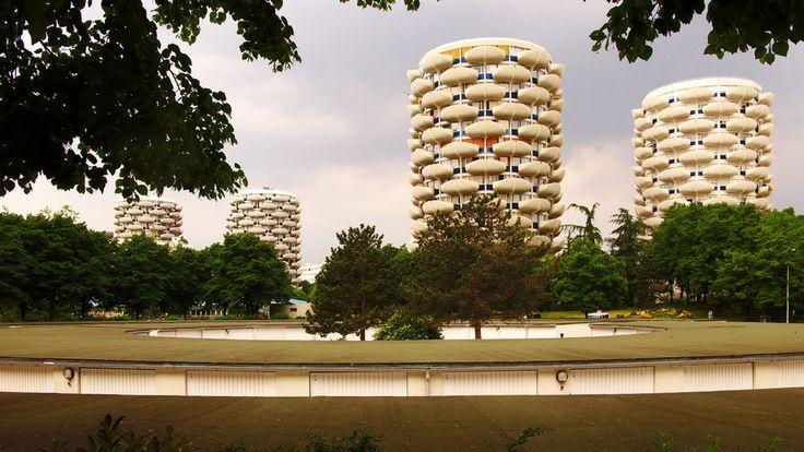 L'architecte devait être bigleux. Ou bourré. | 29 raisons de ne jamais habiter en banlieue
