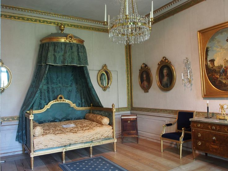 Mustion linna #visitsouthcoastfinland #mustionlinna #svartåmanor #beautiful #classic #furniture