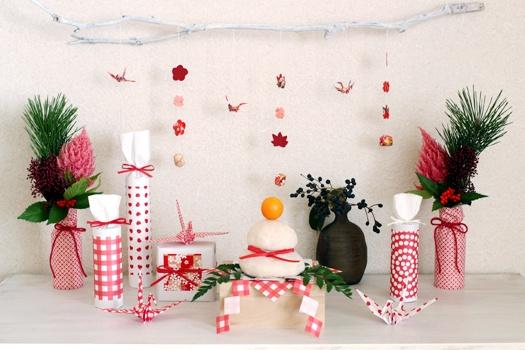 紅白の折り紙で、可愛いお正月飾り