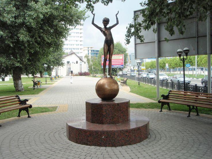 «Девочка на шаре» Александр Комм. Новороссийск