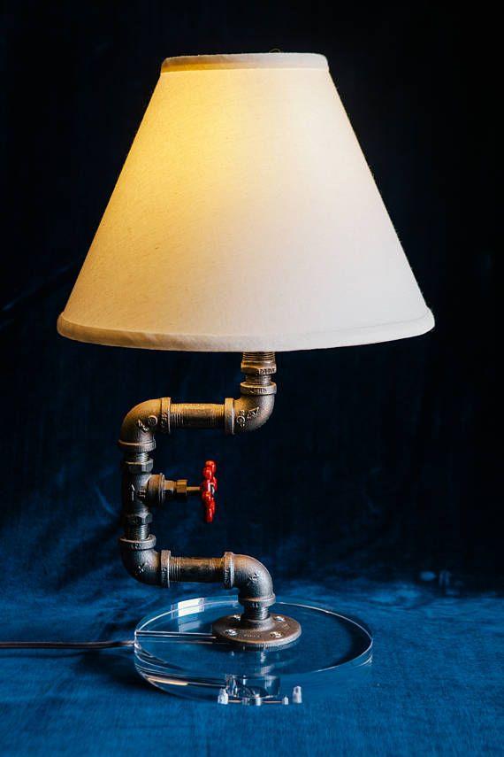 Lámpara de mesa de tubo negro
