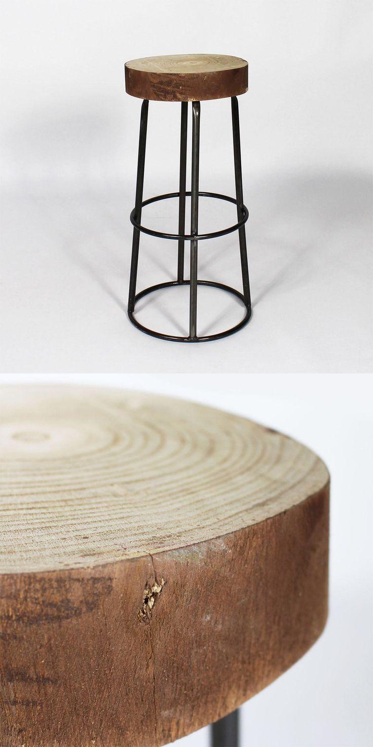 Tabouret de bar original en métal et bois, siège réalisé à partir d'un véritable tronc d'arbre.