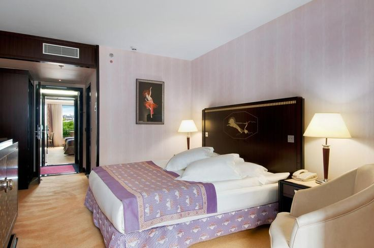 Картинки по запросу гостиничные номера покрывала на кровать