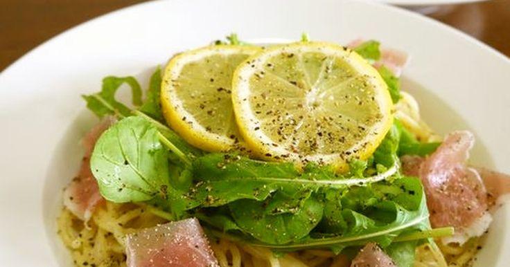レモンの酸味が効いたクリームソースに生ハムの塩気と香りが楽しめるルッコラをパスタと絡めて食べれば幸せ気分満載です^^♪