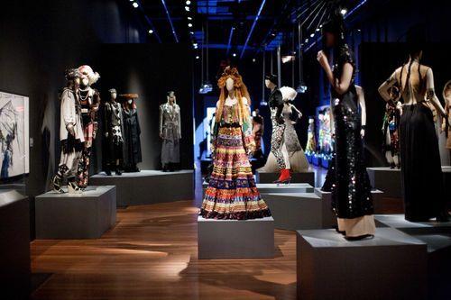 Exposições de Moda nos Estados Unidos no Blog da Fruit | by Fruit de la Passion