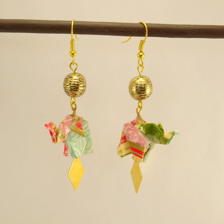 Boucles d'oreilles Eléphant en origami multicolore et multi-motif, perle et losange en métal doré : Boucles d'oreille par geb-et-nout