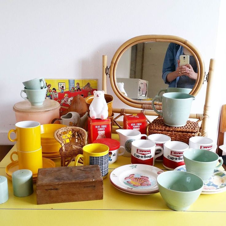 Found so many goodies this morning!! (We got a whole box of the Woods Ware Beryl bits including plates bowls and tea cups...just need to go through it as I think there may be a few chips amongst it all...)